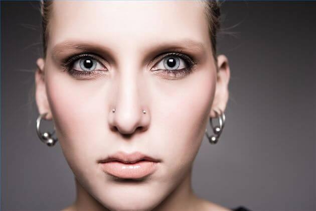 Los 10 piercings faciales más populares