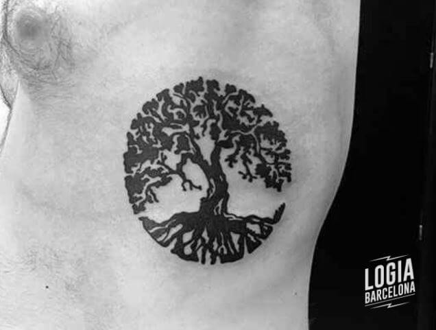 Tatuaje celta arbol de la vida walk in costado Logia Barcelona