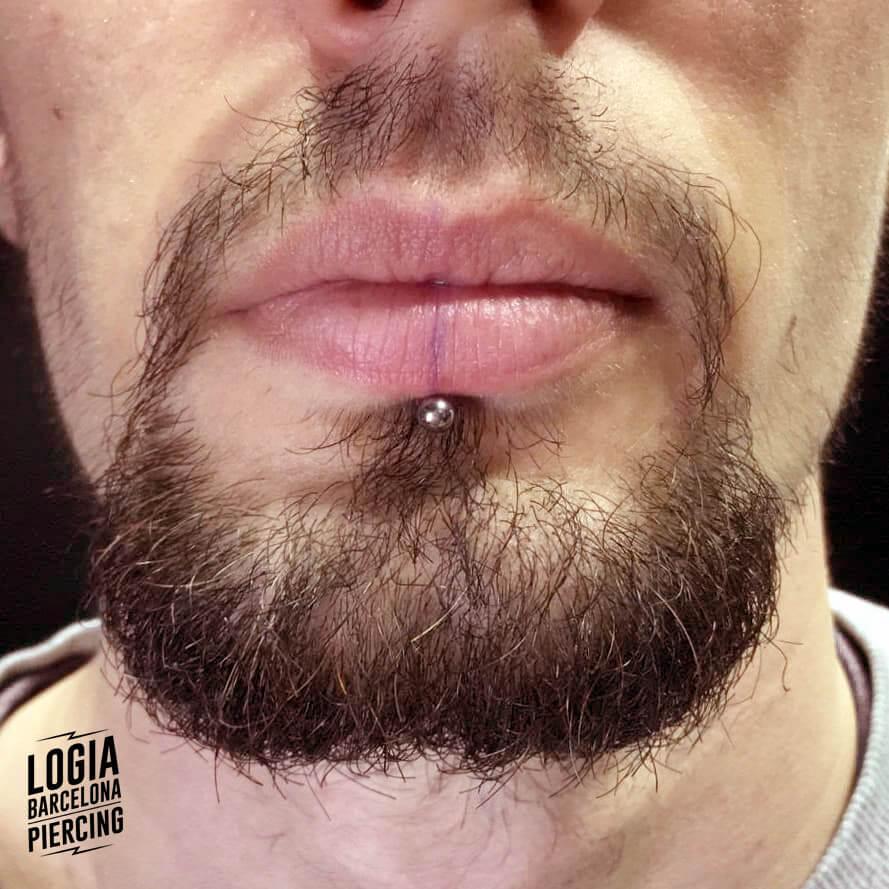 Piercing en el labio Labret Logia Barcelona