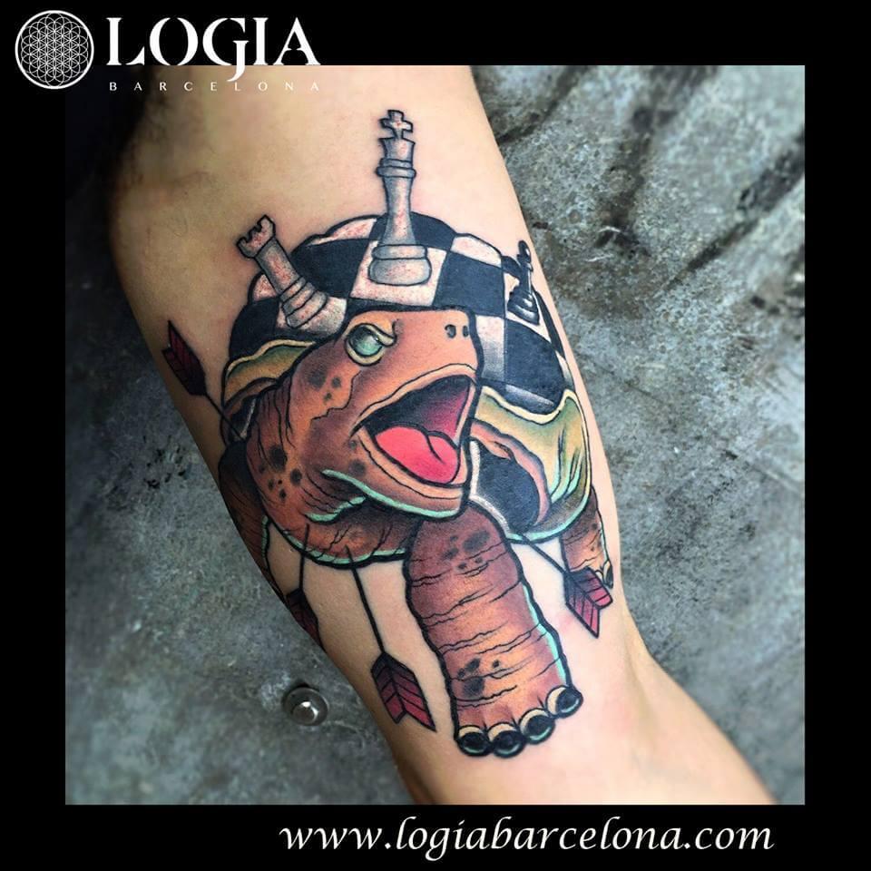 Tatuajes de tortugas ajedrez flechas Newschool Logia Barcelona