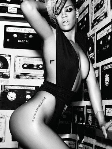 tatuaje Rihanna en sanscrito