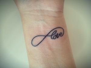 tatuaje simbolo infinito