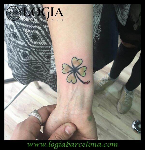 Tatuaje De Trébol De Cuatro Hojas Logia Tattoo Barcelona