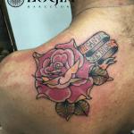 Tatuajes en el omóplato