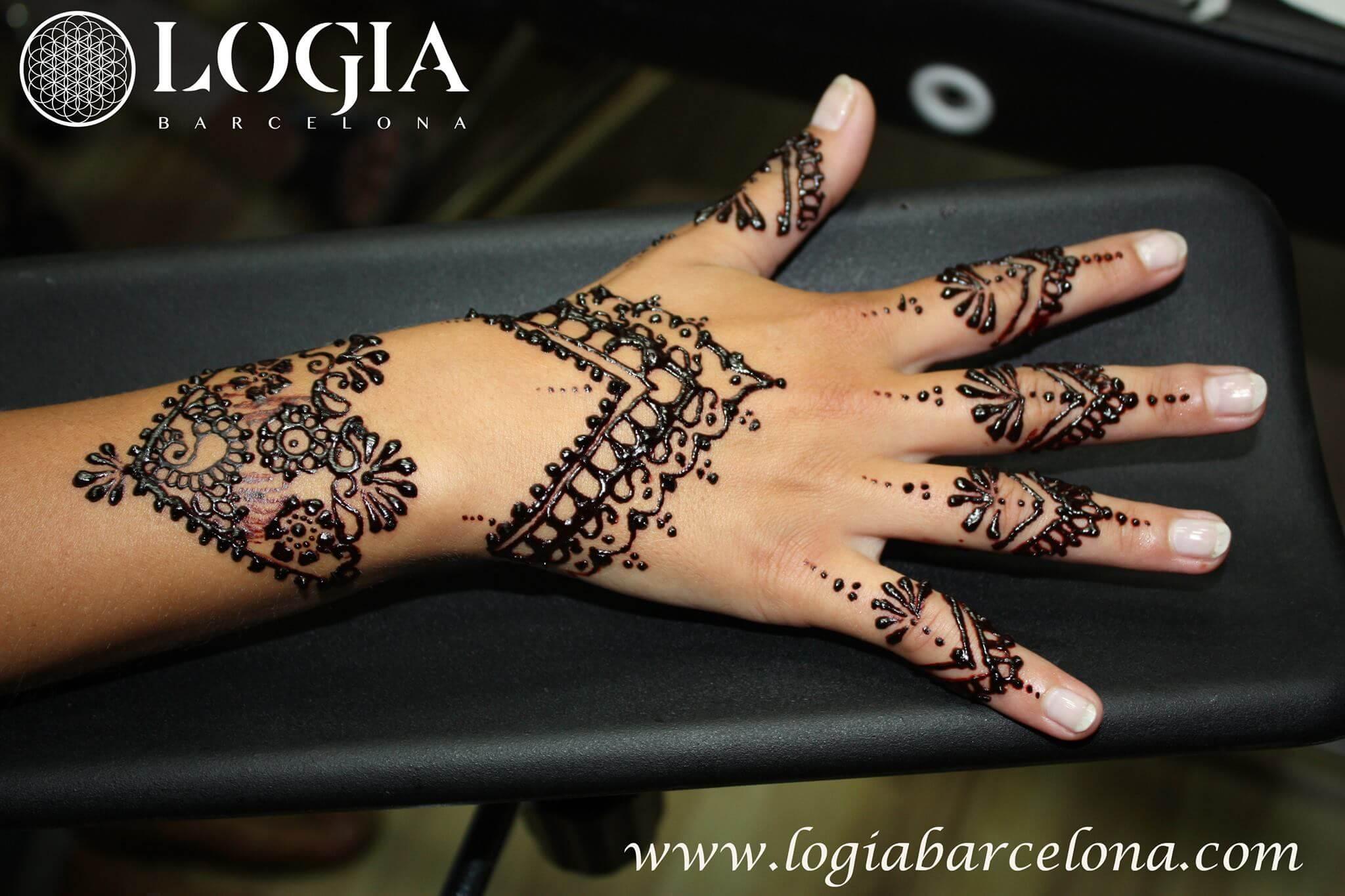 El significado de los tatuajes de henna tatuajes logia for Henna para manos