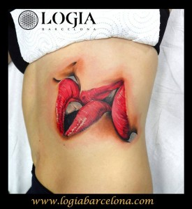Tatuaje costado labios