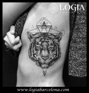 Tatuaje costado tigre