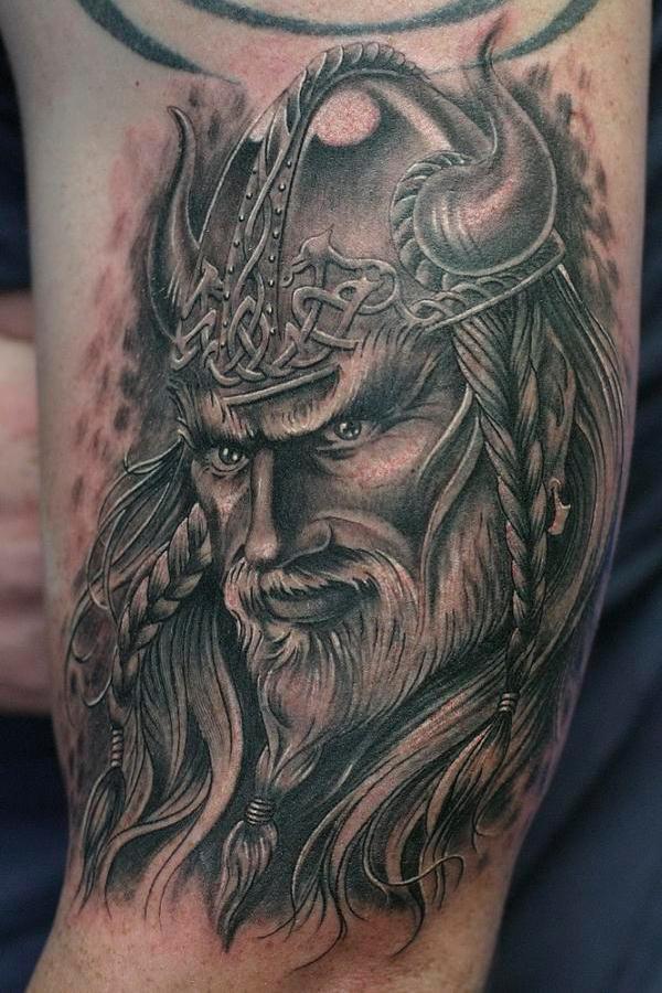 tatuaje guerrero vikingo