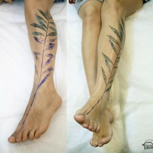 Tatuaje hoja pierna