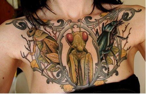 tatuaje pecho mujer