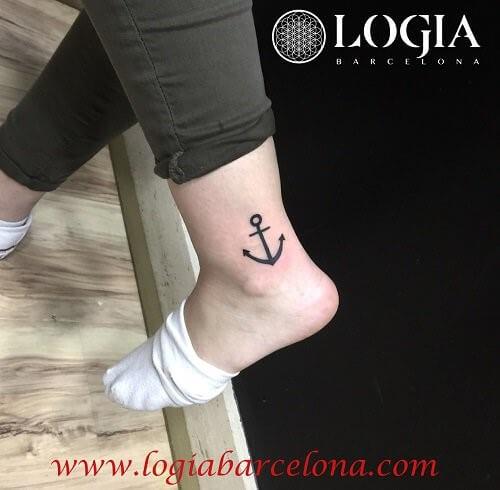 tatuaje pequeño en el tobillo
