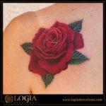 El significado de los colores en los tatuajes de rosas