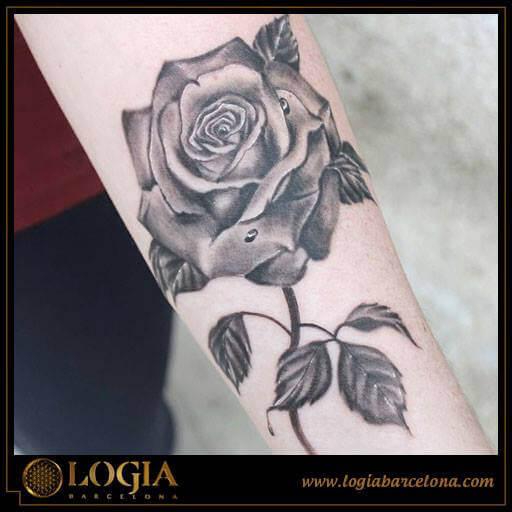 Tatuajes de rosas en color y su significado Logia Tattoo