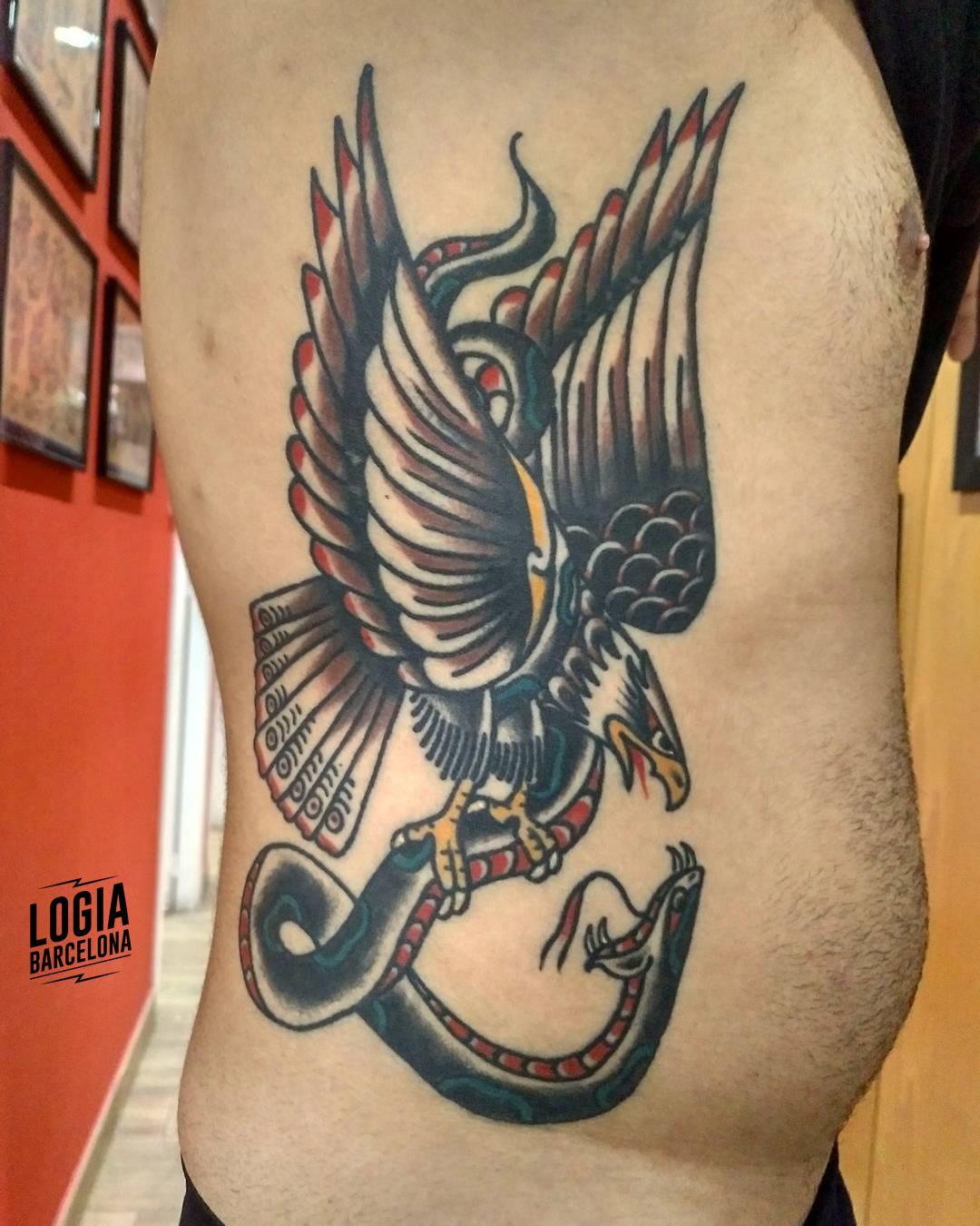 Tatuaje Azteca Águila Serpiente Oldschool costado Julio Voltaje Logia Barcelona