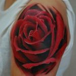 Tatuarse una rosa roja