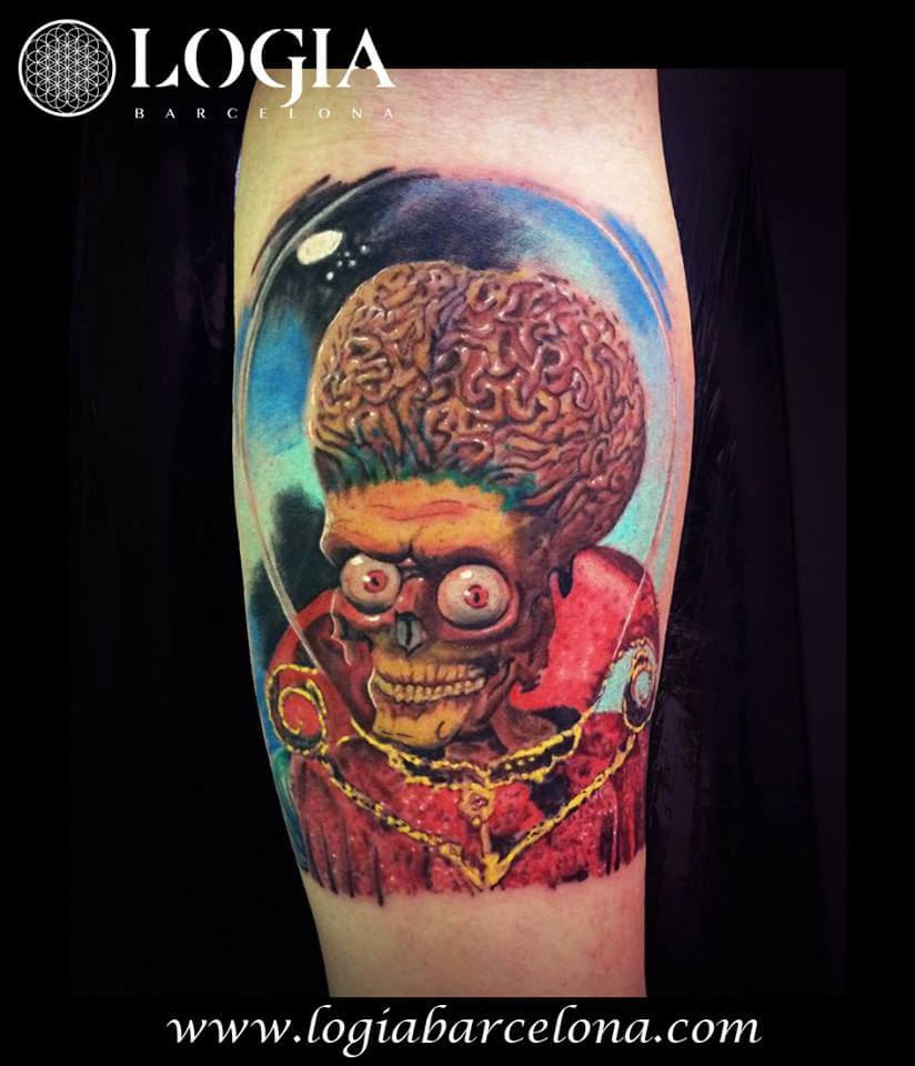 Revive los 90′ con un tatuaje de 'Mars Attacks!'