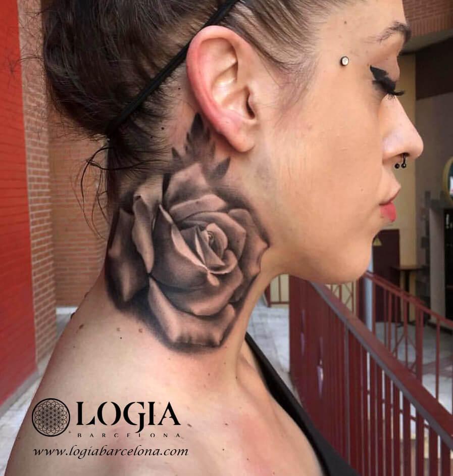 tatuaje cuello rosa grego logia tattoo