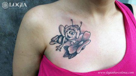 Tatuaje Abeja Maya Logia Barcelona