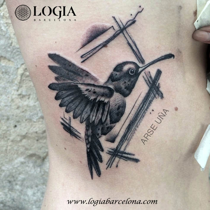 tatuaje tradicional colibri dorsal logia barcelona arse