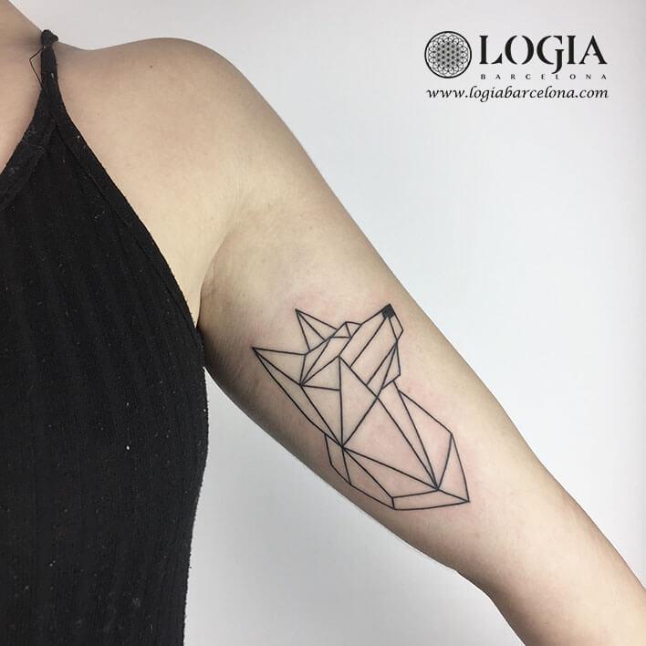 Tattoo Bíceps Linear Cão Logiabarcelona Ana Godoy