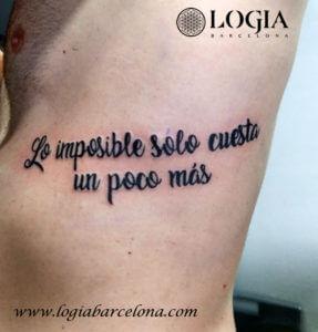 tatuaje dorsal lettering walkin logia barcelona