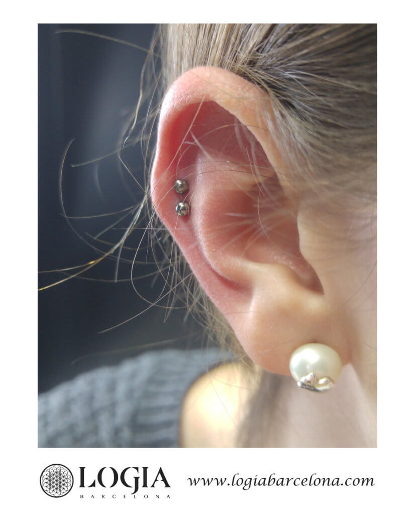 Piercing Daith y Antihelix Logia Barcelona Miki2