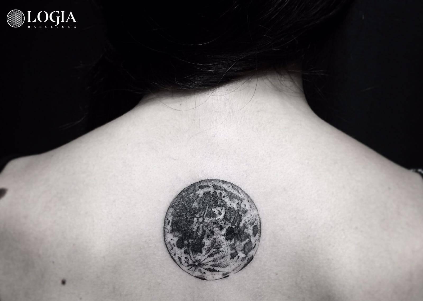 Los tatuajes de luna que no puedes perderte
