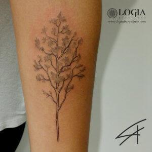 tatuaje brazo arbol logiabarcelona luana xavier