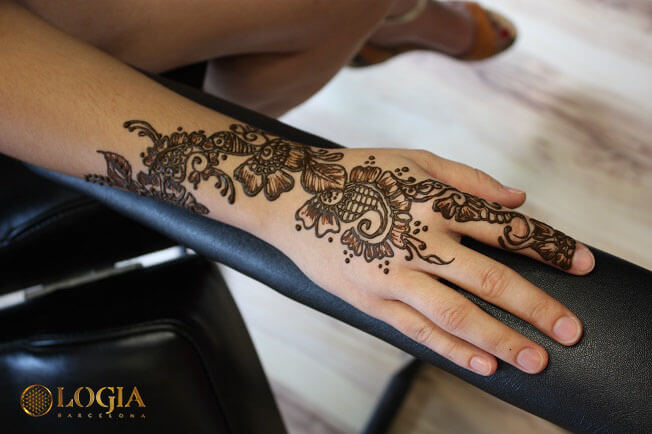 Tatuajes de henna, atractivos y temporales