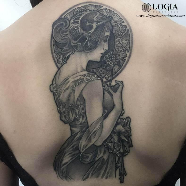 tatuaje espalda mucha Logia Barcelona Munilla