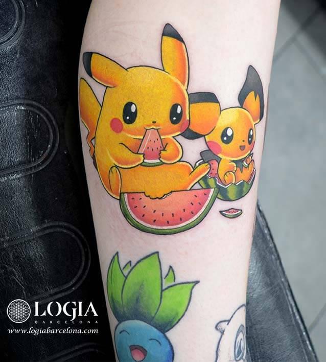 tatuaje pierna pikachu tom logia barcelona