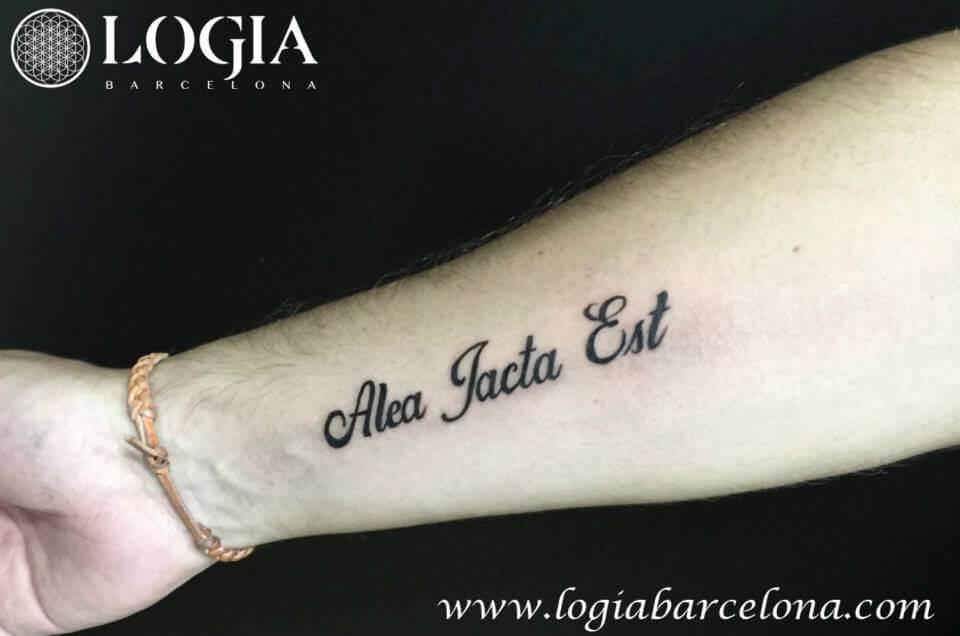 Frases tatuadas: Motivos y mensajes para inspirarte