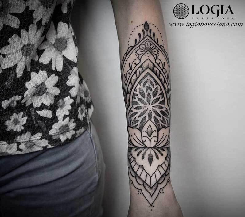 Significado Y Ejemplos De Tatuajes De Mandalas Logia Tattoo Barcelona
