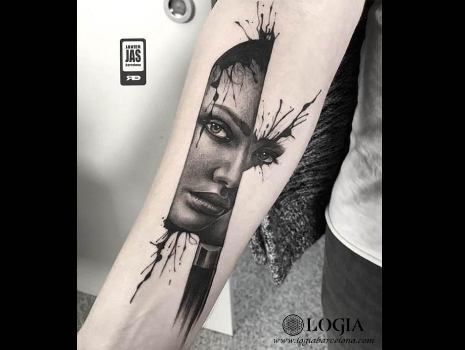 Admiració a la pell: tatuatges de cares de dones