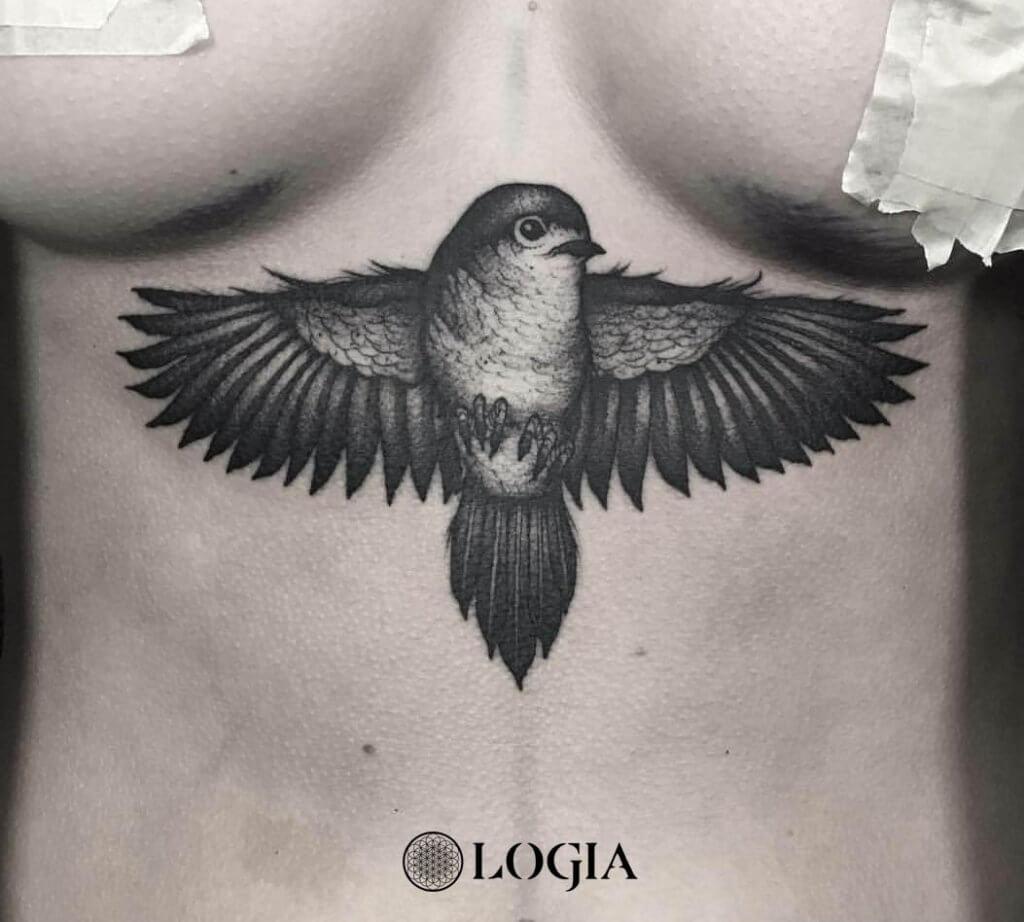 tatuaje esternon pajaro logia tattoo uri torras