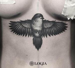tatuaje esternon pajaro logiabarcelona uri torras