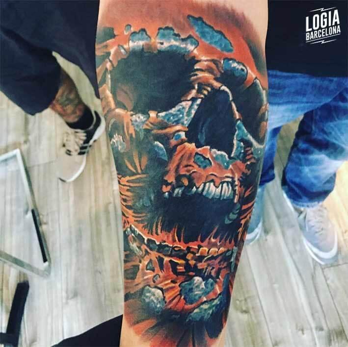 Tatuaje calavera a color Logia Barcelona