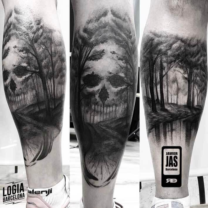 Tatuaje Calavera Blackwork Logia Barcelona