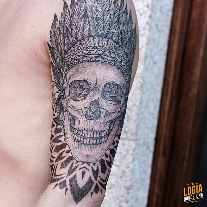 Tatuaje de Calavera Blackwork Logia Barcelona