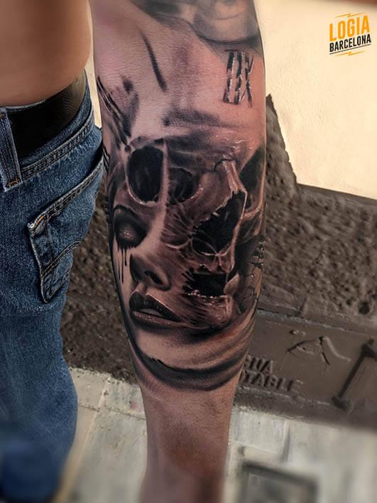 Tattoo de calavera realista blackwork Logia Tatuajes