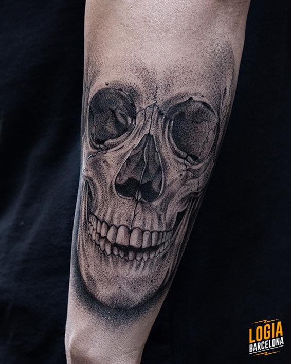 Tattoo Calavera Blackwork Realismo Logia Barcelona