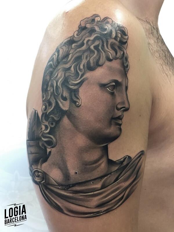 tattoo hombro estatua realismo logia barcelona