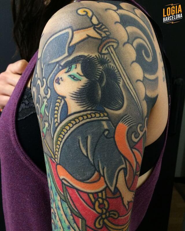 tatuaje hombro geisha japones logia barcelona