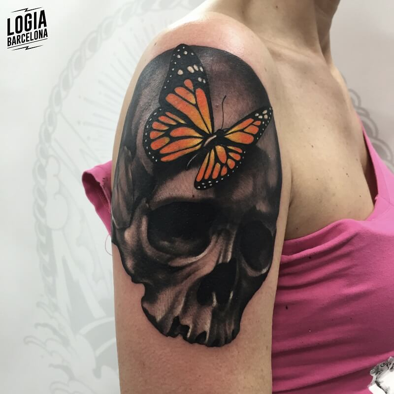 tattoo hombro a color mariposa logia barcelona
