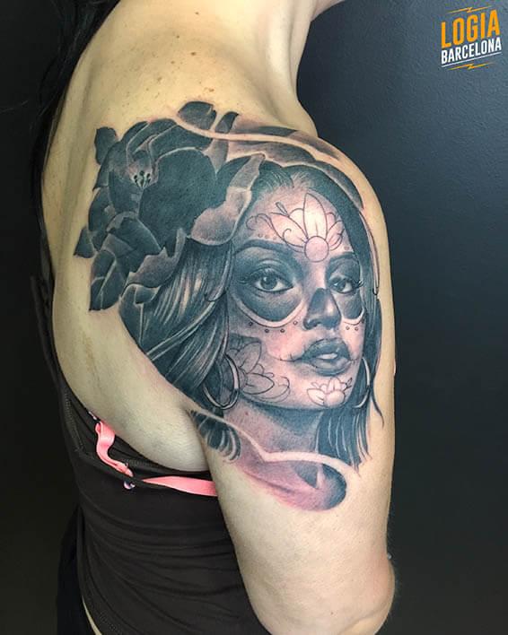 tatuaje hombro catrina logia barcelona