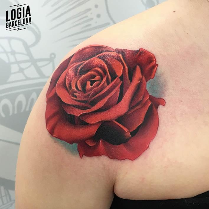 tatuaje hombro realismo color logia barcelona