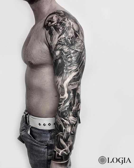 tatuaje brazo espartano logia barcelona zoen