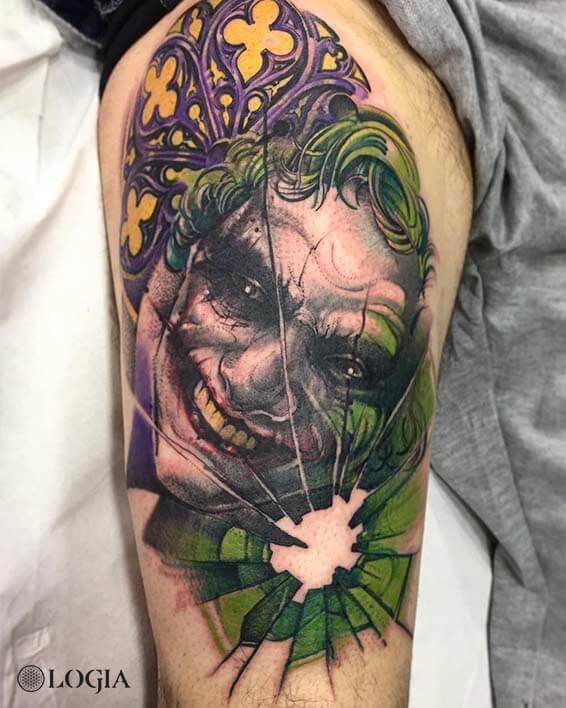 tatuaje muslo pierna joker logia barcelona zoen