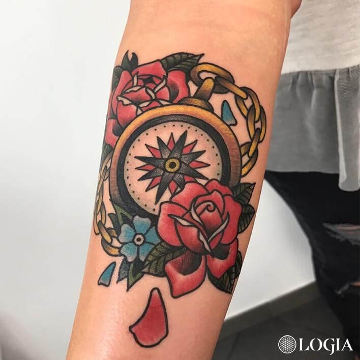 tatuaje rosa old school color