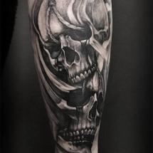 Tatuaje brazo calaveras Logia Barcelona Jas